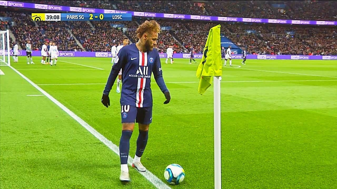 Neymar invents new dribbling style